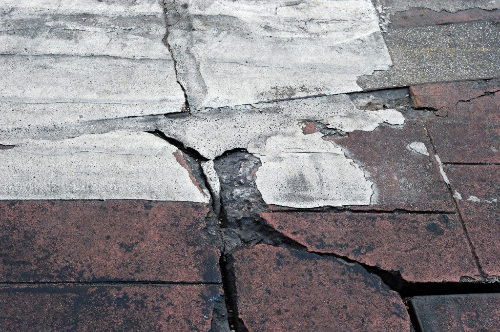 concrete floor with cracks