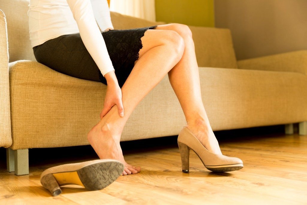 woman's ankle hurting because of high heels