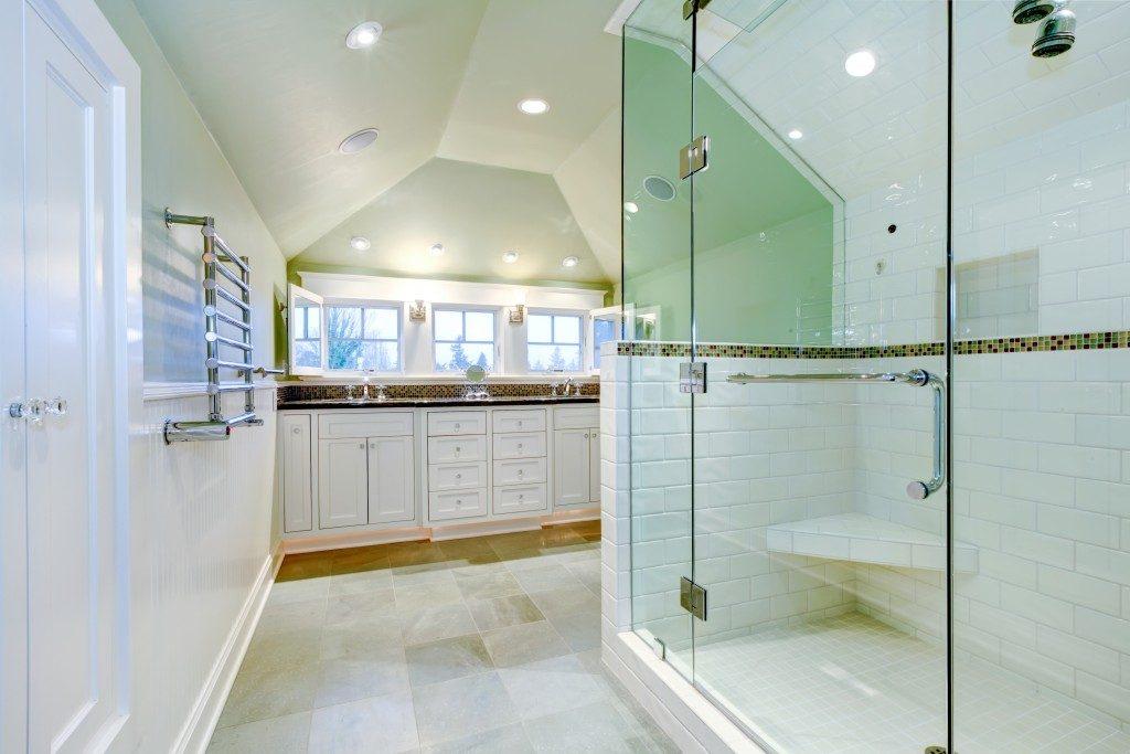 wel-lit and spacious bathroom